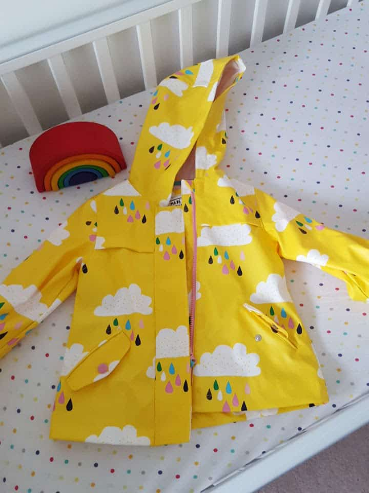 Finger foods, blog design and yellow rain coats #littleloves
